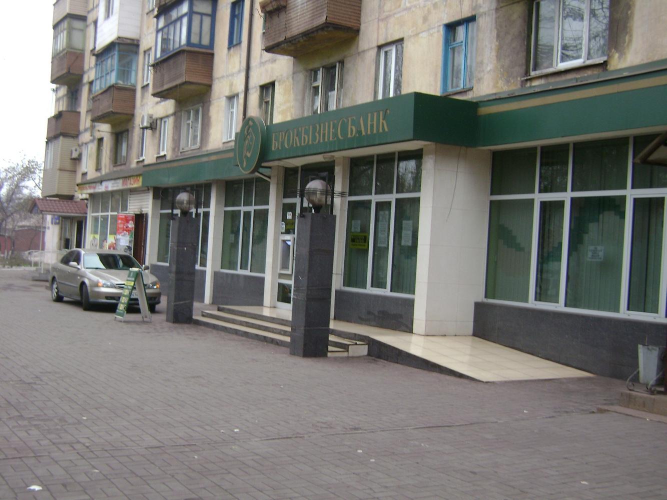 Нерухоме майно нежитлове приміщення загальною площею 734,4 кв.м за адресою: Донецька область, м. Маріуполь, проспект Металургів, 204